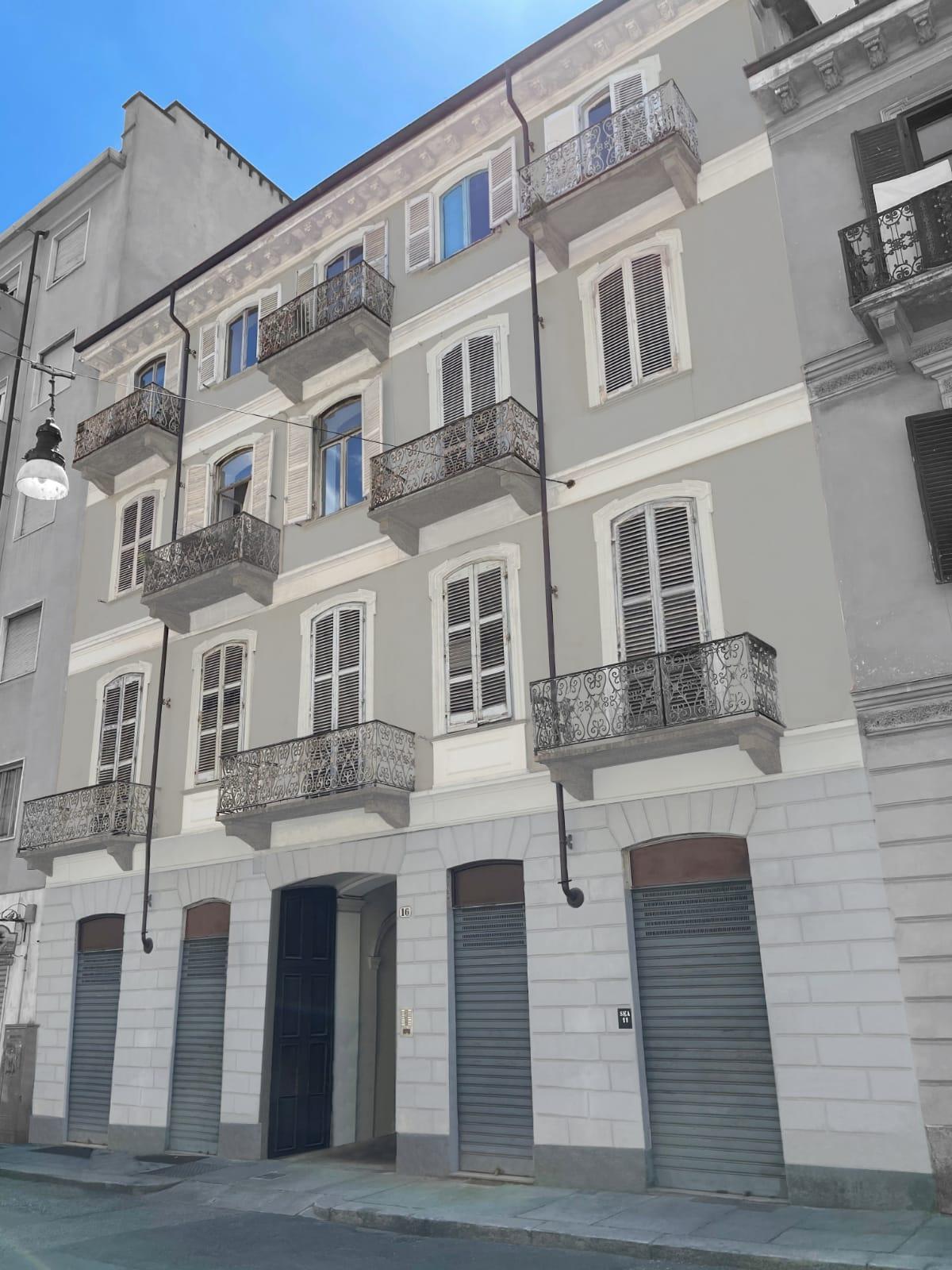 Torino, San Salvario, Via San Pio V (mansarda)
